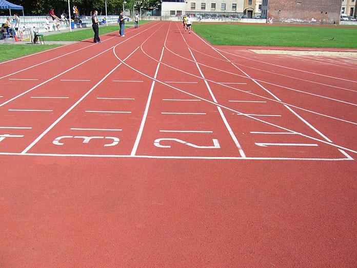 Kolce do biegania – niezbędne każdemu sprinterowi