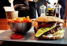 Dieta bogata w jedzenie typu fast food prowadzi do otyłości